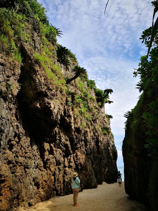 bisenowarumi010115 Okinawa-備瀬のワルミ備瀨一線天 通往聖地的入口