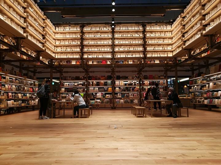 gsixtsutaya12 Ginza-銀座最新購物商場 GSIX櫃櫃都美 蔦屋書店 始終美麗的設計書店