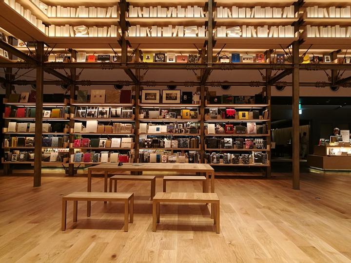 gsixtsutaya14 Ginza-銀座最新購物商場 GSIX櫃櫃都美 蔦屋書店 始終美麗的設計書店