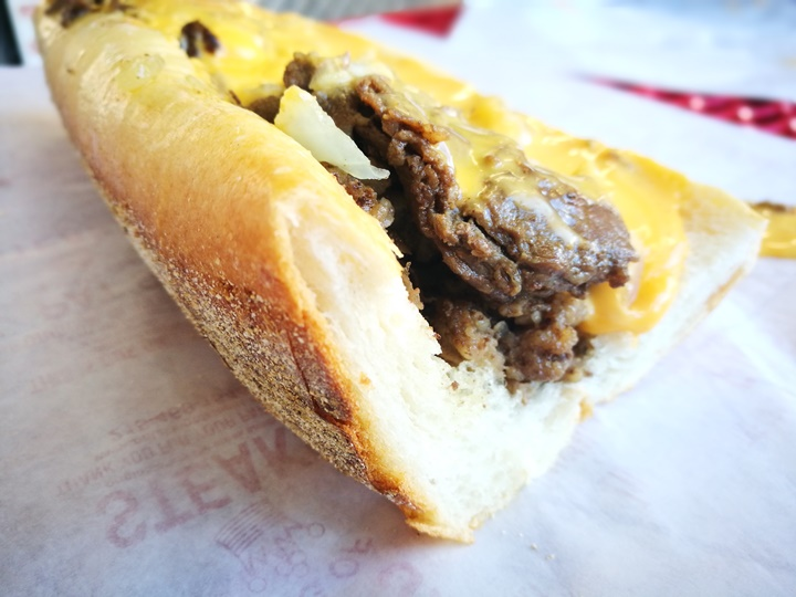 cheesestakes06 Philadelphia-費城特色小吃Cheesestake大比拚 Pat's King of Steaks VS. Geno's Stakes超飽足