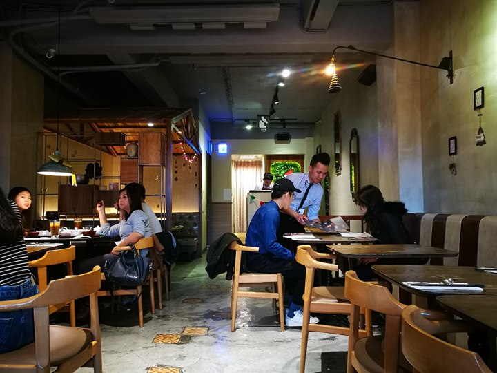 thaihand03 中正-不吃公館夜市 吃右手Thaihand泰式定食 服務態度很棒食物就...小失望