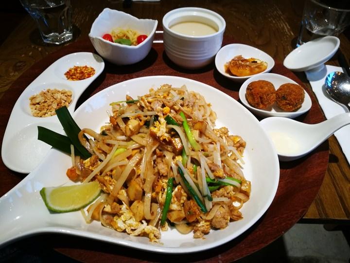 thaihand09 中正-不吃公館夜市 吃右手Thaihand泰式定食 服務態度很棒食物就...小失望