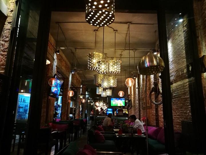 khmerfamily04 Siem Reap-Khmer Family暹粒熱鬧酒吧街上小餐館 這雞湯螞蟻調味? 很特殊的酸與東南亞的香料