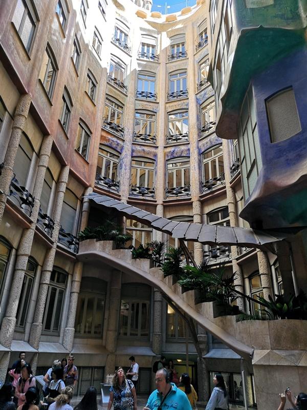casamila11 Barcelona-巴塞隆納世界文化遺產 高第建築米拉之家 來自外星的設計