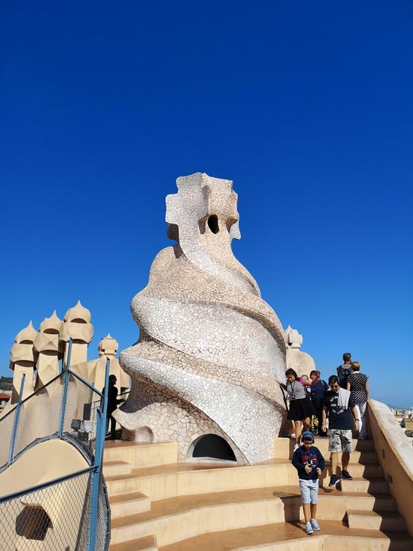 casamila24 Barcelona-巴塞隆納世界文化遺產 高第建築米拉之家 來自外星的設計