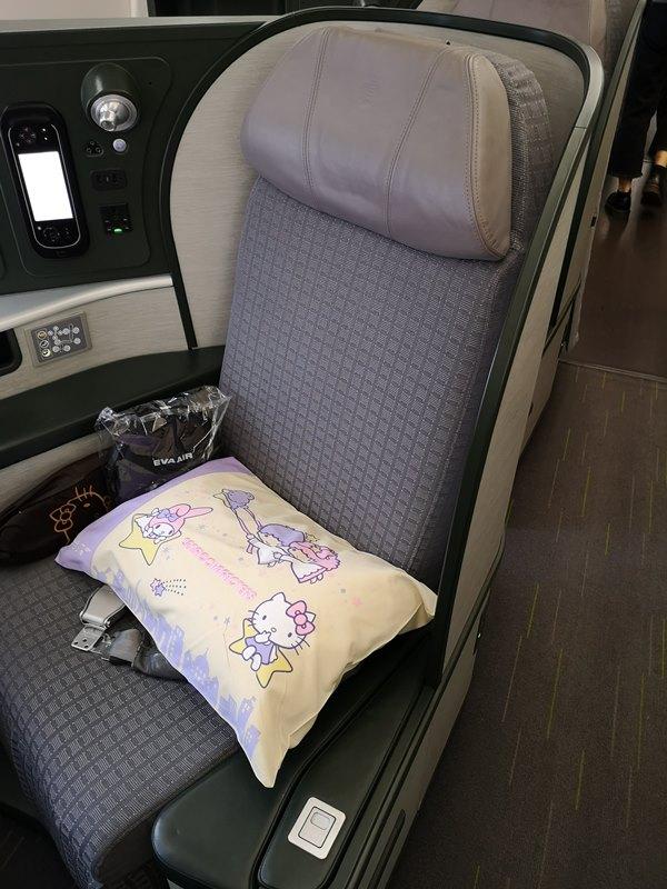 flysinsing05 201811台北新加坡 第一次享受KITTY商務艙