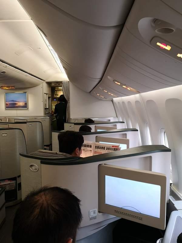 flysinsing14 201811台北新加坡 第一次享受KITTY商務艙