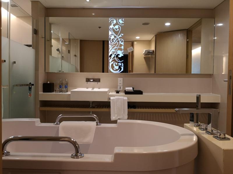 4PBKK16 Bangkok-曼谷Four Points商務飯店(曼谷福朋喜來登酒店-素坤逸15) 套房也簡單舒適