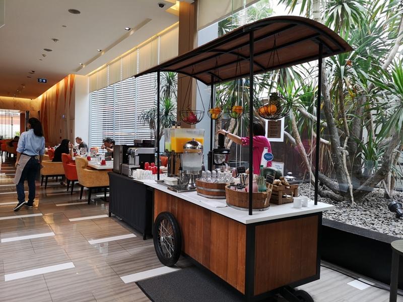 4PBKK31 Bangkok-曼谷Four Points商務飯店(曼谷福朋喜來登酒店-素坤逸15) 套房也簡單舒適