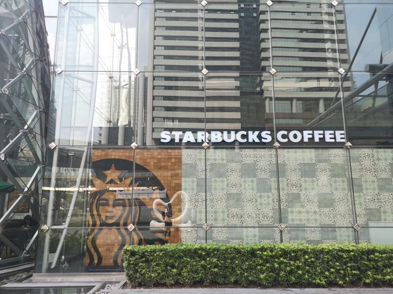 starbucksbkk04 Bangkok-Starbucks Sathorn Square玻璃耶誕樹曼谷特色星巴克