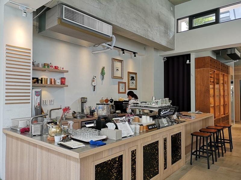 hitomicoffee07 南屯-Hitomi喜德盛 賣眼鏡也賣咖啡 Loft風簡單超好拍