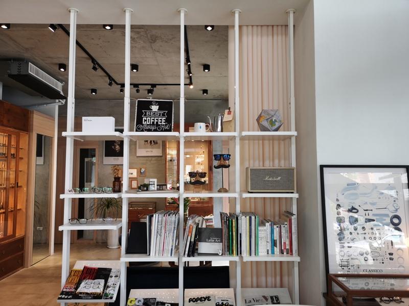 hitomicoffee09 南屯-Hitomi喜德盛 賣眼鏡也賣咖啡 Loft風簡單超好拍