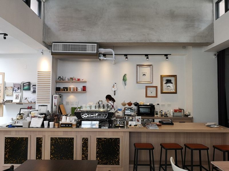 hitomicoffee10 南屯-Hitomi喜德盛 賣眼鏡也賣咖啡 Loft風簡單超好拍