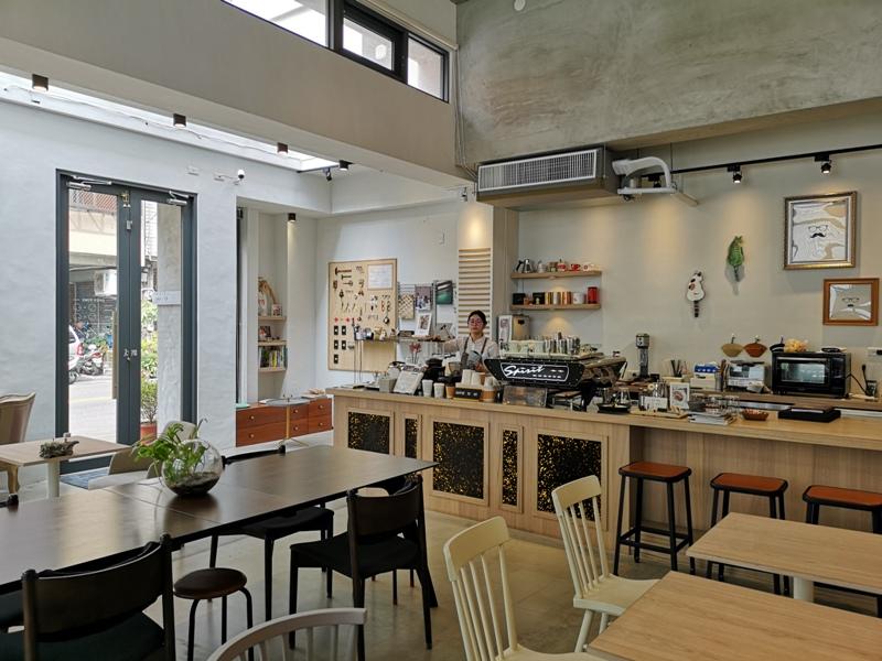 hitomicoffee16 南屯-Hitomi喜德盛 賣眼鏡也賣咖啡 Loft風簡單超好拍