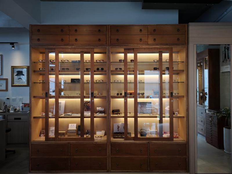 hitomicoffee21 南屯-Hitomi喜德盛 賣眼鏡也賣咖啡 Loft風簡單超好拍