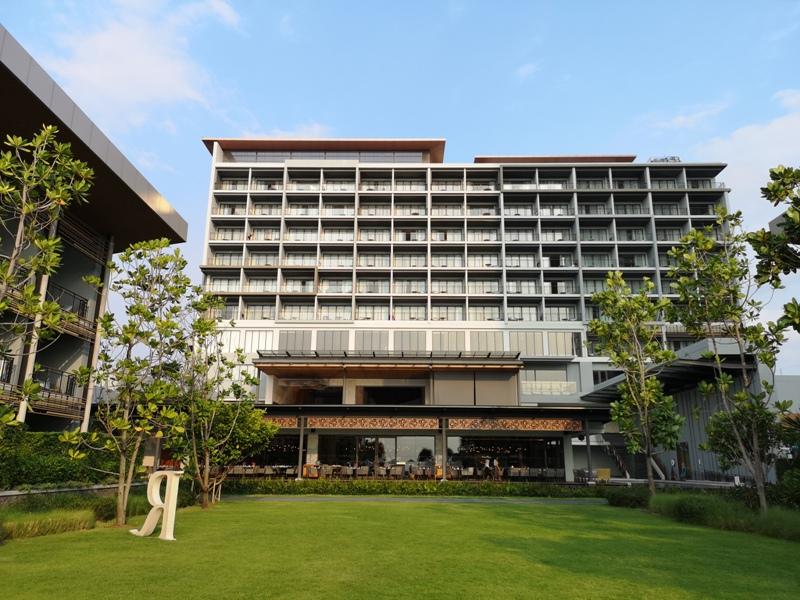 renaissancepattaya6135 Pattaya-Renaissance Pattaya Resort & Spa芭達雅萬麗 悠閒度假無邊際游泳池好舒爽
