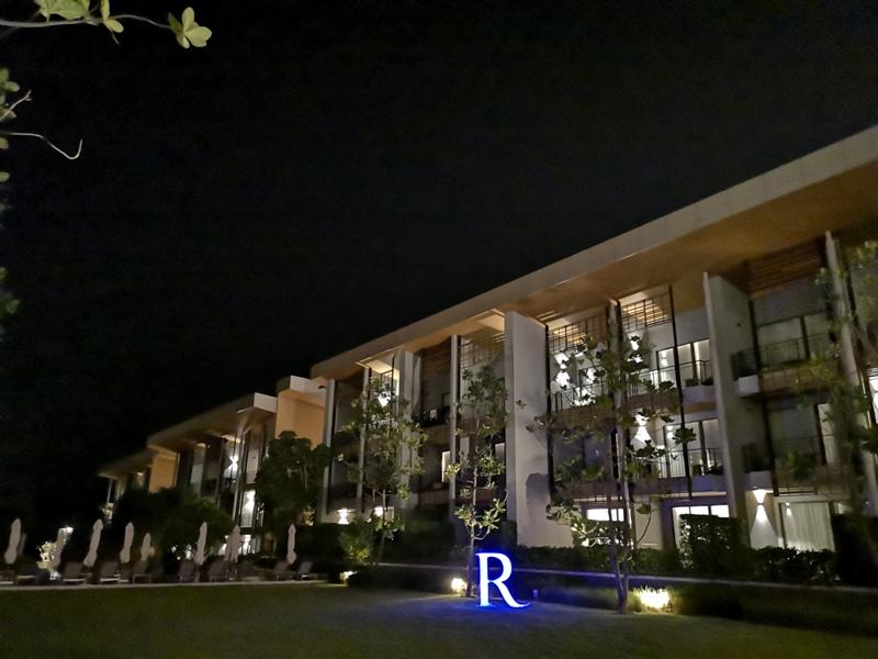 renaissancepattaya6136 Pattaya-Renaissance Pattaya Resort & Spa芭達雅萬麗 悠閒度假無邊際游泳池好舒爽