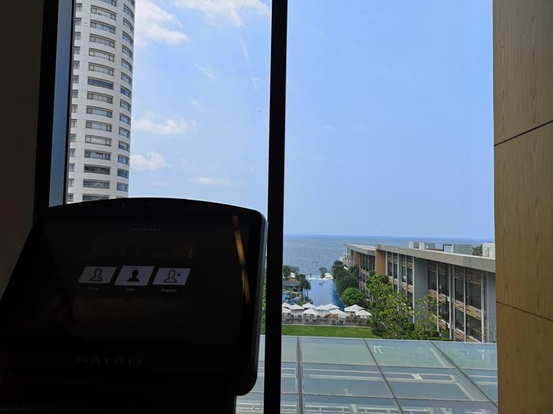 renaissancepattaya6149 Pattaya-Renaissance Pattaya Resort & Spa芭達雅萬麗 悠閒度假無邊際游泳池好舒爽