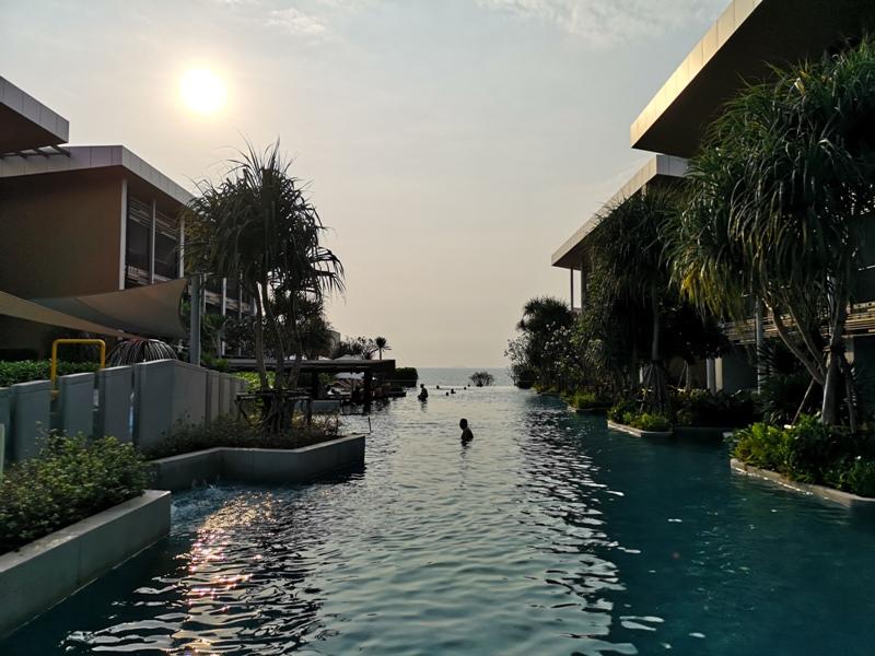 renaissancepattaya6155 Pattaya-Renaissance Pattaya Resort & Spa芭達雅萬麗 悠閒度假無邊際游泳池好舒爽