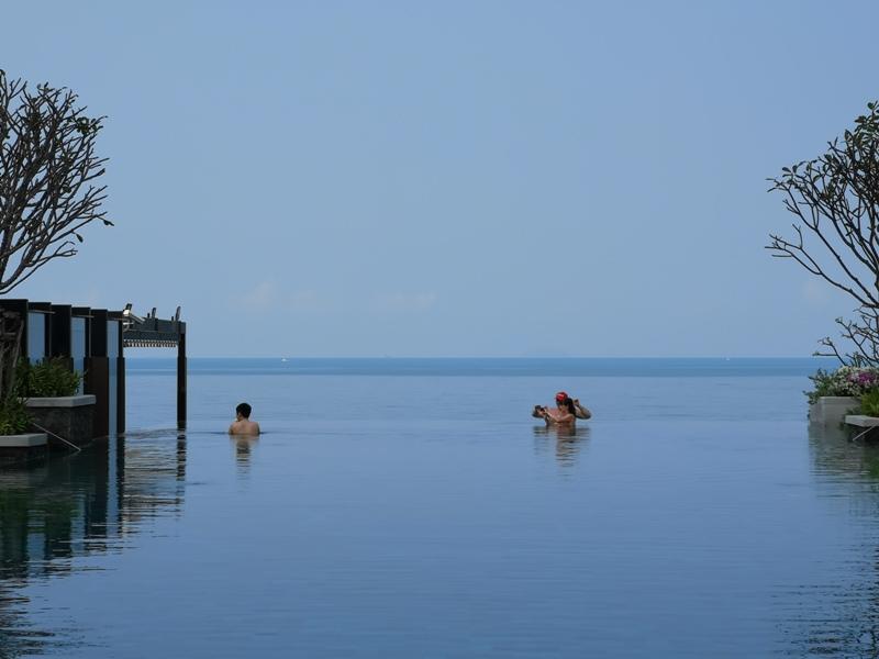 renaissancepattaya6168 Pattaya-Renaissance Pattaya Resort & Spa芭達雅萬麗 悠閒度假無邊際游泳池好舒爽
