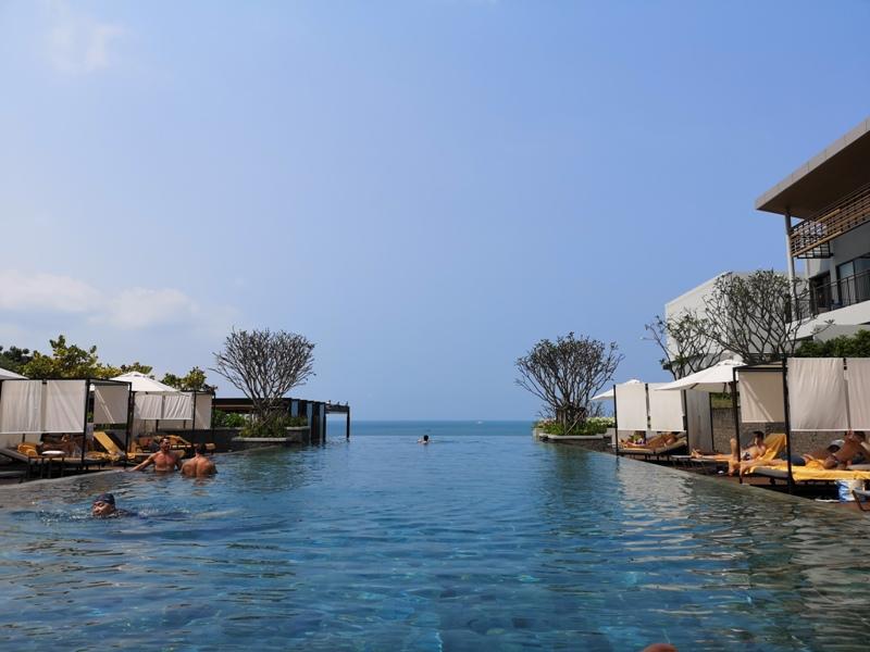 renaissancepattaya6169 Pattaya-Renaissance Pattaya Resort & Spa芭達雅萬麗 悠閒度假無邊際游泳池好舒爽