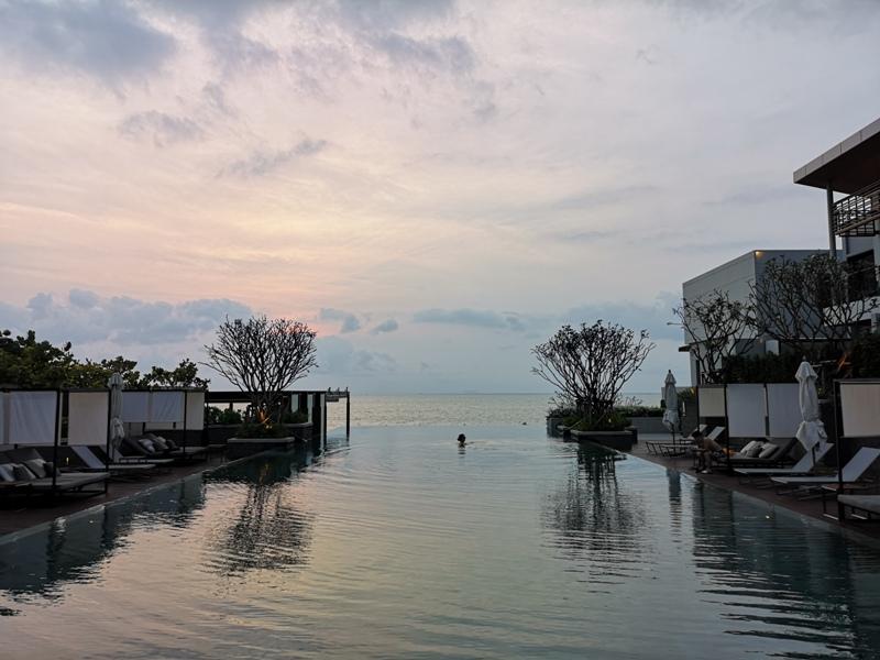 renaissancepattaya6170 Pattaya-Renaissance Pattaya Resort & Spa芭達雅萬麗 悠閒度假無邊際游泳池好舒爽