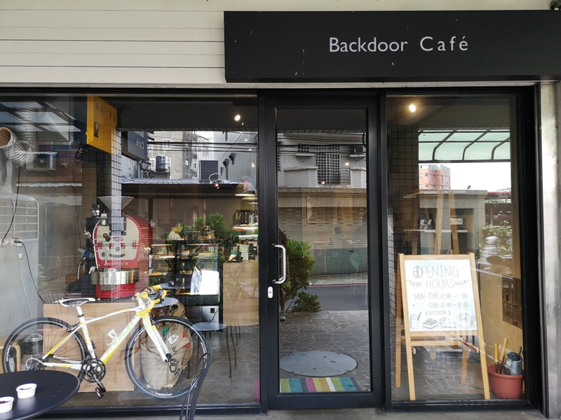 backdoor03 中壢-Backdoor Cafe胡思胡作 中央後門也有自家烘焙 空間清爽好舒適