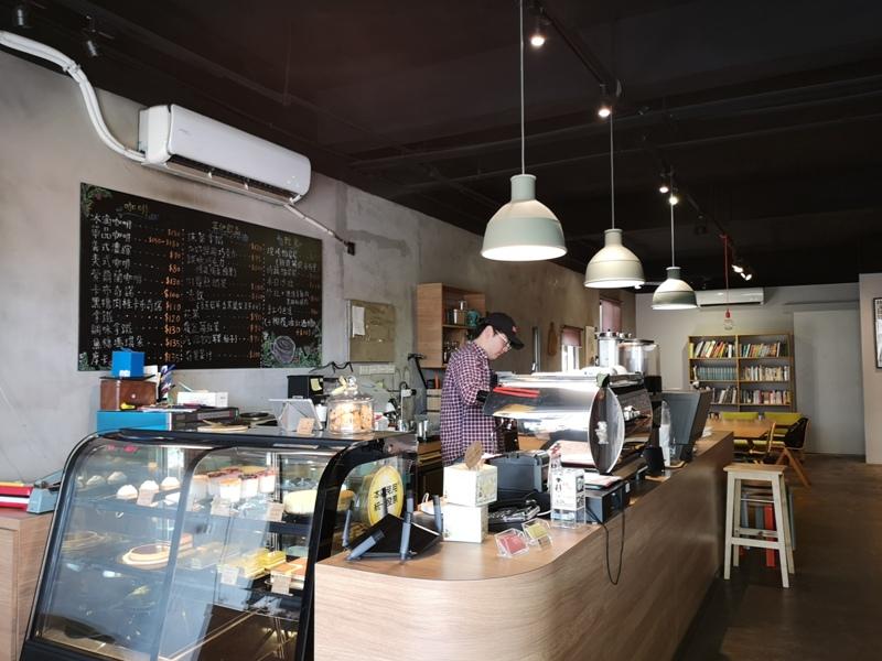 backdoor04 中壢-Backdoor Cafe胡思胡作 中央後門也有自家烘焙 空間清爽好舒適