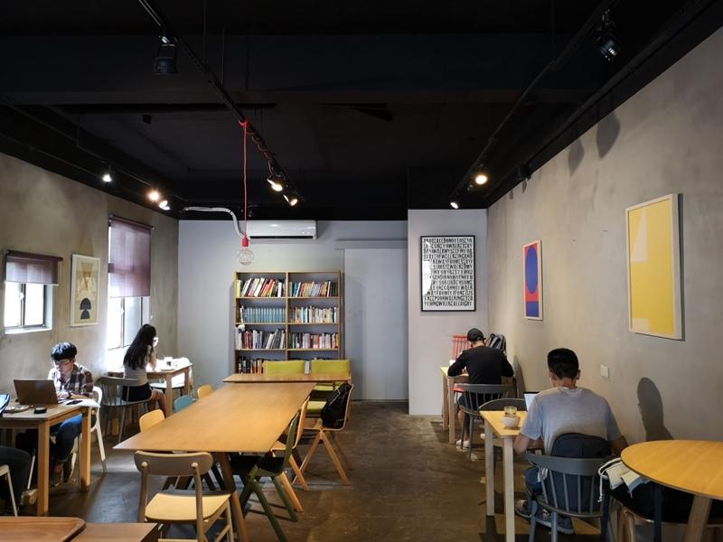 backdoor05 中壢-Backdoor Cafe胡思胡作 中央後門也有自家烘焙 空間清爽好舒適