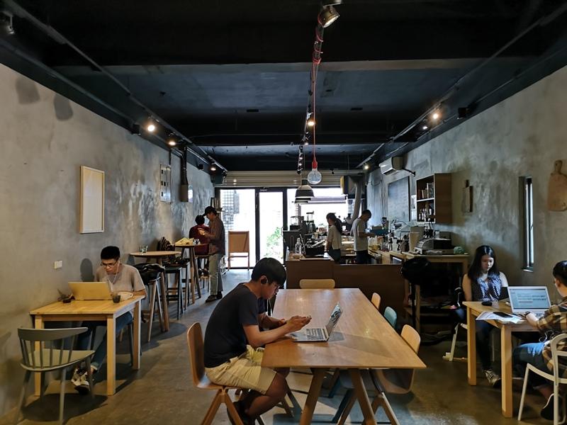 backdoor13 中壢-Backdoor Cafe胡思胡作 中央後門也有自家烘焙 空間清爽好舒適