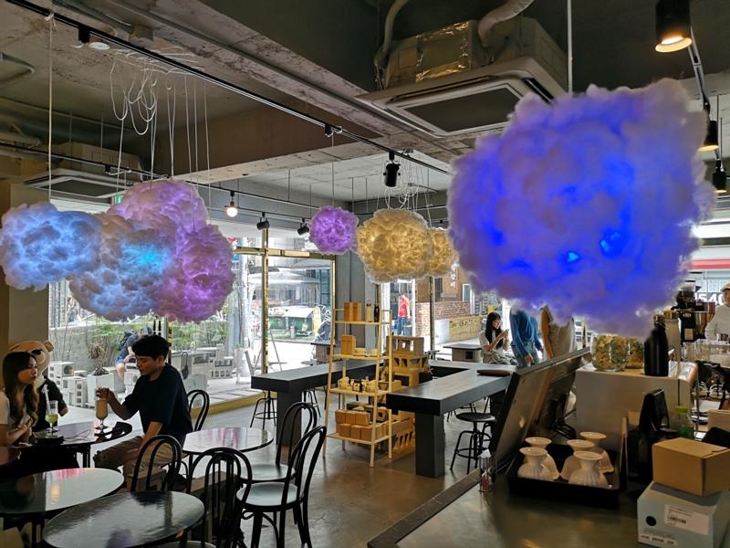 cafeel09 Seoul-Cafe El Cielo 男模幫你沖咖啡 首爾新沙洞時尚夢幻咖啡館