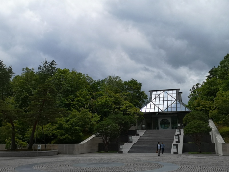 mihomuseum11 Shiga-滋賀Miho Museum美秀美術館 貝聿銘的桃花園 內外皆美的美術館