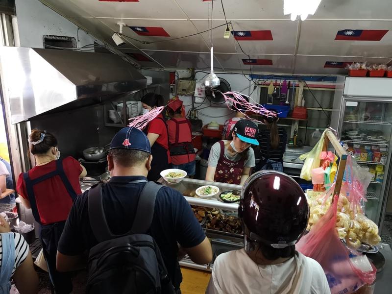 flagricenoodles074111 中壢-張老旺的國旗屋九旺米干 忠貞市場超人氣米干店