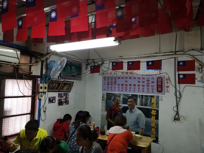 flagricenoodles074115 中壢-張老旺的國旗屋九旺米干 忠貞市場超人氣米干店