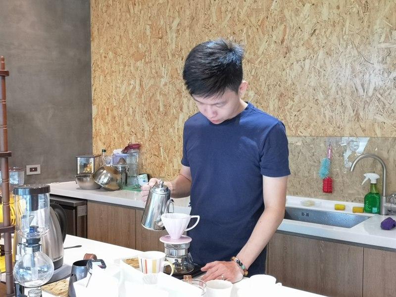 againagain09 中壢-再再之在 車庫改裝的咖啡空間 香氣滿溢