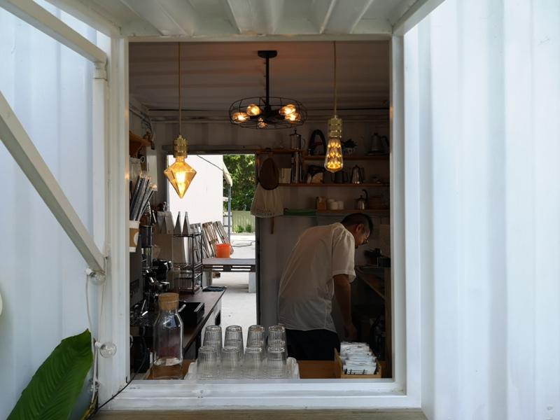 cocacoffee12 竹北-Coca Coffee超網美夢幻手沖咖啡吧...貨櫃屋概念的熱...