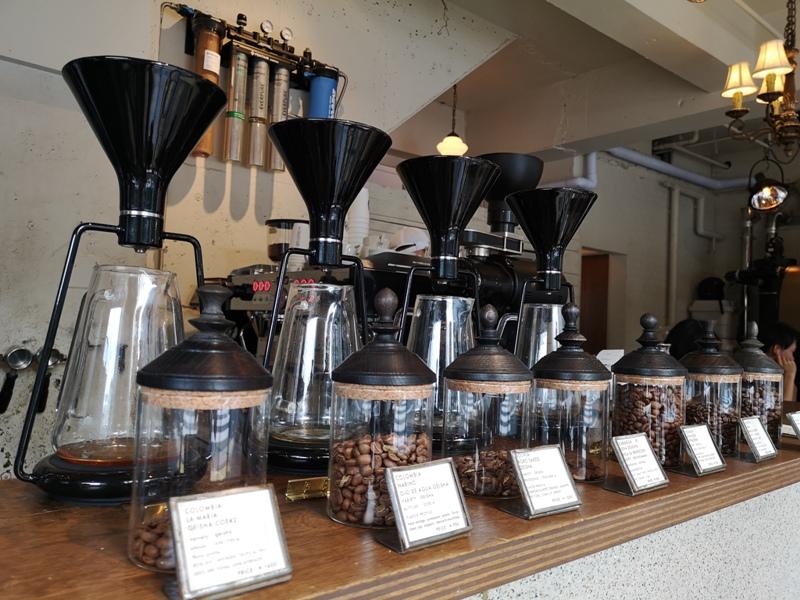 glitch05 Kanda-Glitch Coffee & Roasters神保町書店街 一杯咖啡配本書