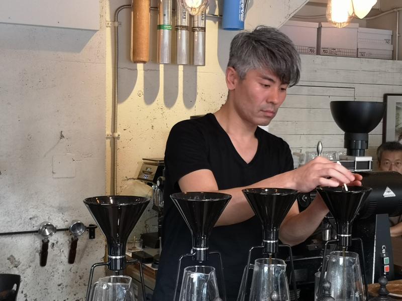 glitch10 Kanda-Glitch Coffee & Roasters神保町書店街 一杯咖啡配本書