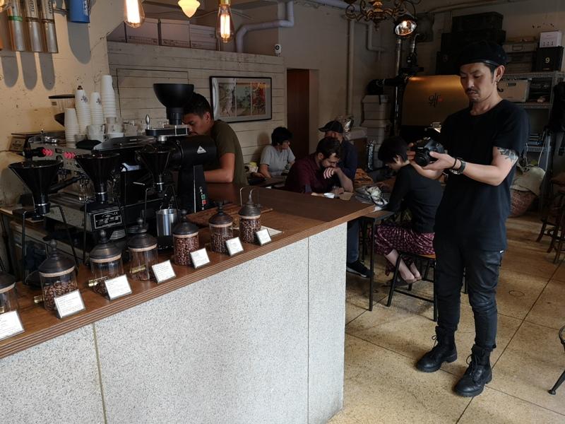 glitch18 Kanda-Glitch Coffee & Roasters神保町書店街 一杯咖啡配本書