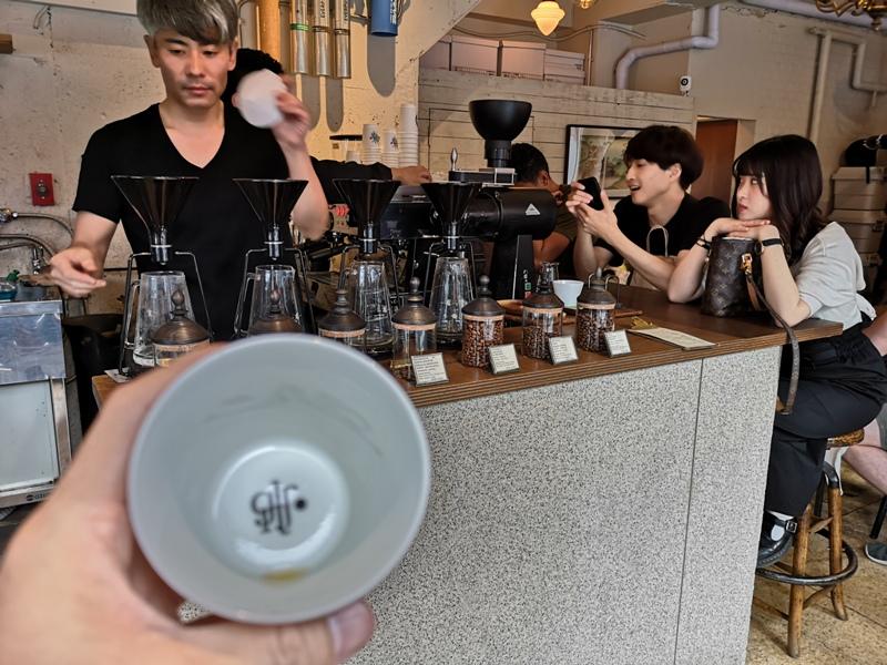 glitch19 Kanda-Glitch Coffee & Roasters神保町書店街 一杯咖啡配本書