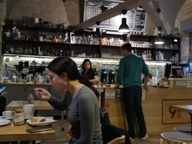 9bar05 Budapest-9 Bar布達佩斯 夜店風咖啡館手沖好喝