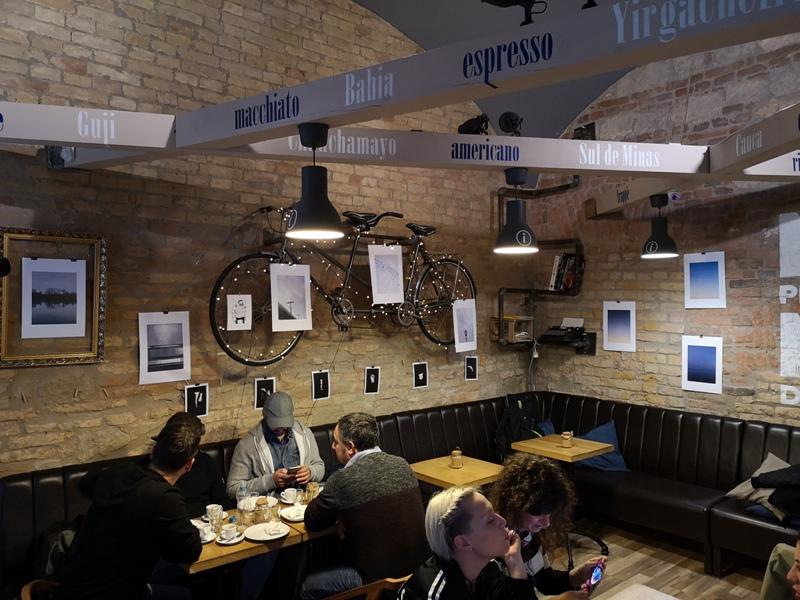 9bar07 Budapest-9 Bar布達佩斯 夜店風咖啡館手沖好喝