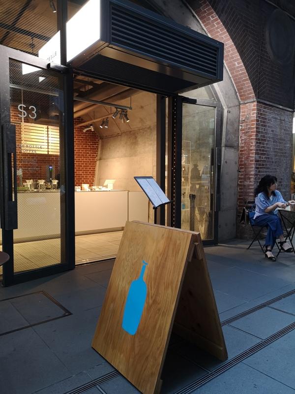 bluebottlemansei110101 Kanda-Blue Bottle 神田萬世橋店 喝咖啡感受電車轟隆轟隆的臨場感