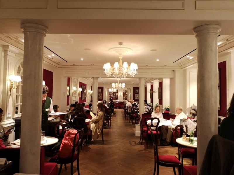 cafesacher02 Salzburg-薩爾斯堡Cafe Sacher沙河飯店吃沙河蛋糕 奧地利國寶甜點