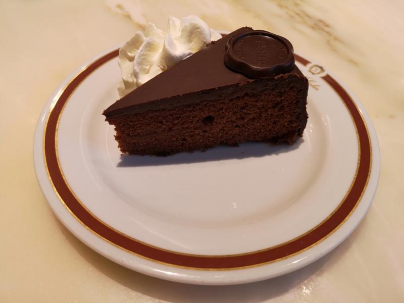 cafesacher12 Salzburg-薩爾斯堡Cafe Sacher沙河飯店吃沙河蛋糕 奧地利國寶甜點