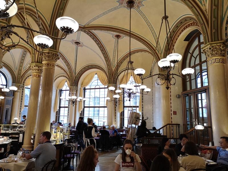 centralcafevie13 Vienna-Central Cafe我不在咖啡館 就在去咖啡館的路上 世界最美咖啡館之維也納中央咖啡館
