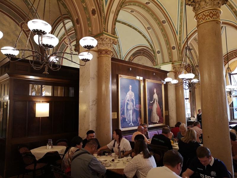 centralcafevie19 Vienna-Central Cafe我不在咖啡館 就在去咖啡館的路上 世界最美咖啡館之維也納中央咖啡館