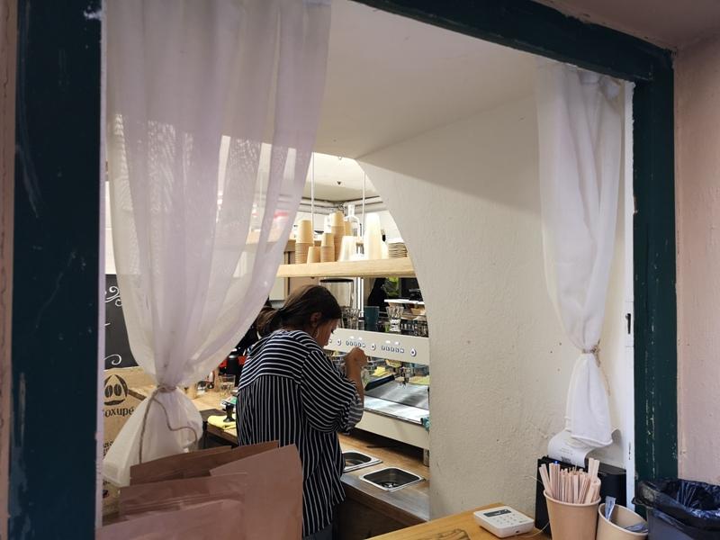 fenster08 Vienna-Fenster Cafe維也納小巷中的咖啡外帶BAR 簡單好喝