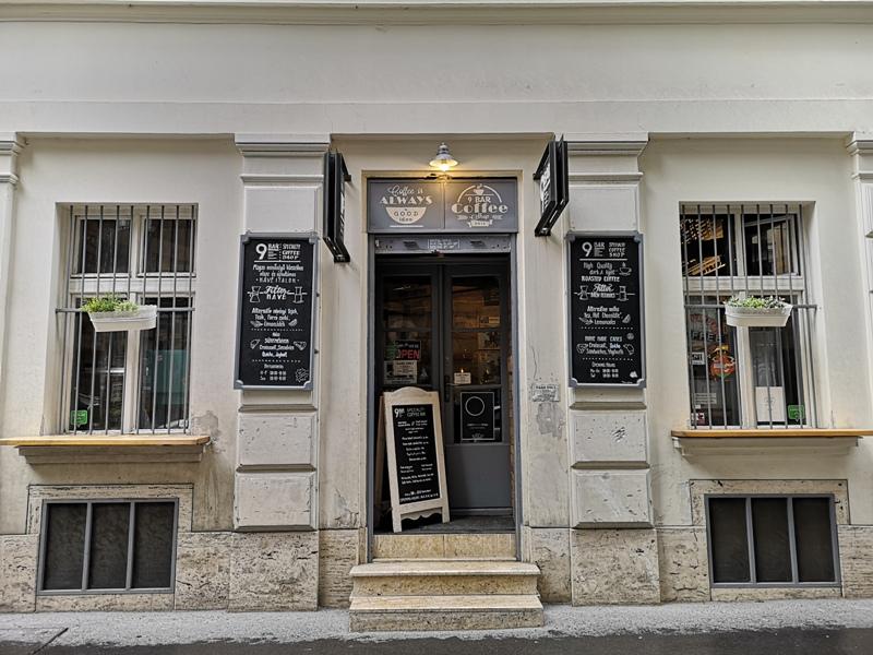 9bar Budapest-9 Bar布達佩斯 夜店風咖啡館手沖好喝