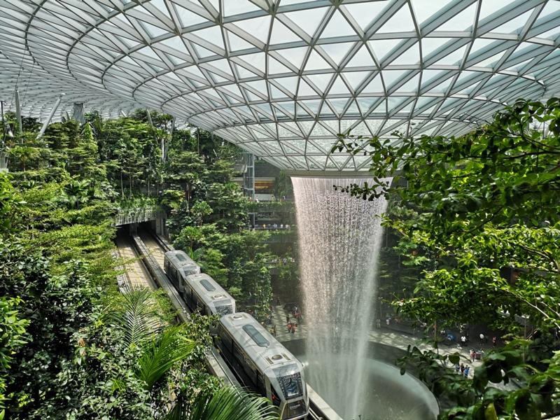 jewelchangiiii07 Singapore-Jewel Changi星耀樟宜 城市中的森林谷 綠意中人工瀑布雨漩渦超吸精 新加坡樟宜機場必訪